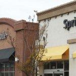 FCC chairman backs T-Mobile, Sprint merger