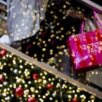 Shoppers boost spending 2.4% in weekend before christmas