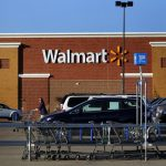 Wal-Mart to tear down walls between store, online buying operations